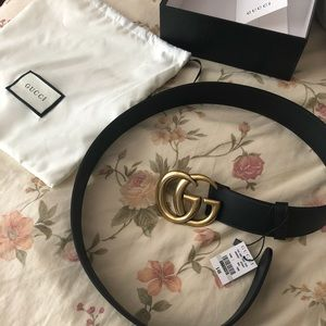 Women's Gucci belt with double g buckle